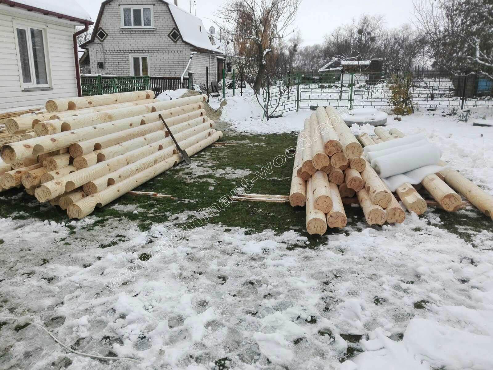 Установка деревянного сруба бани