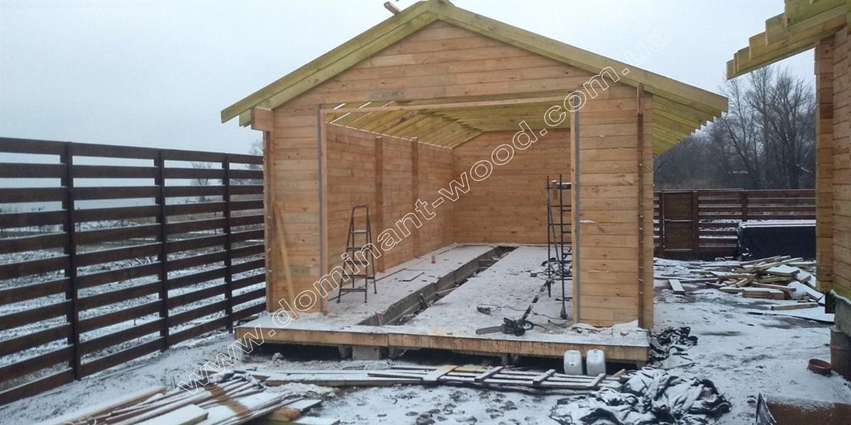 Деревянный гараж с хозяйственным помещением