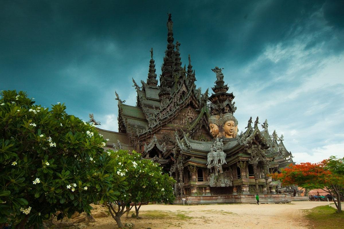 деревянный храм Истины в Паттайе