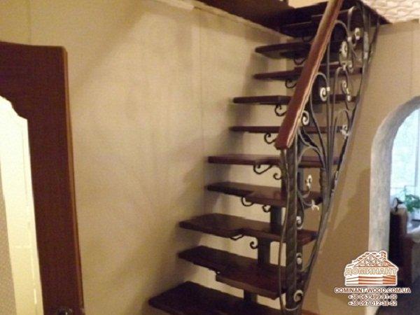Лестница в деревянном доме – особенности конструкции, выбор и монтаж