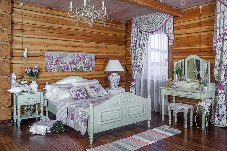 Деревянный дом с интерьером в стиле прованс