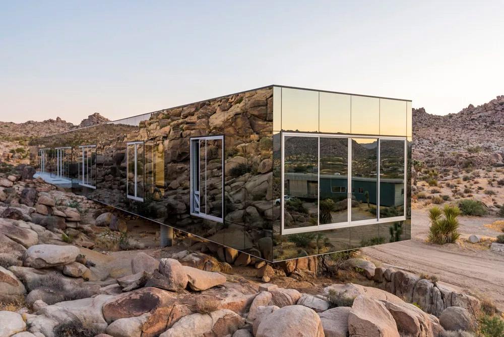 Зеркальные дома в национальном парке Joshua Tree