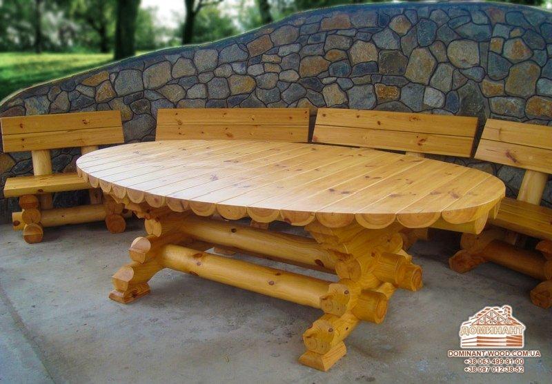 Стіл і стільці або стіл з лавками