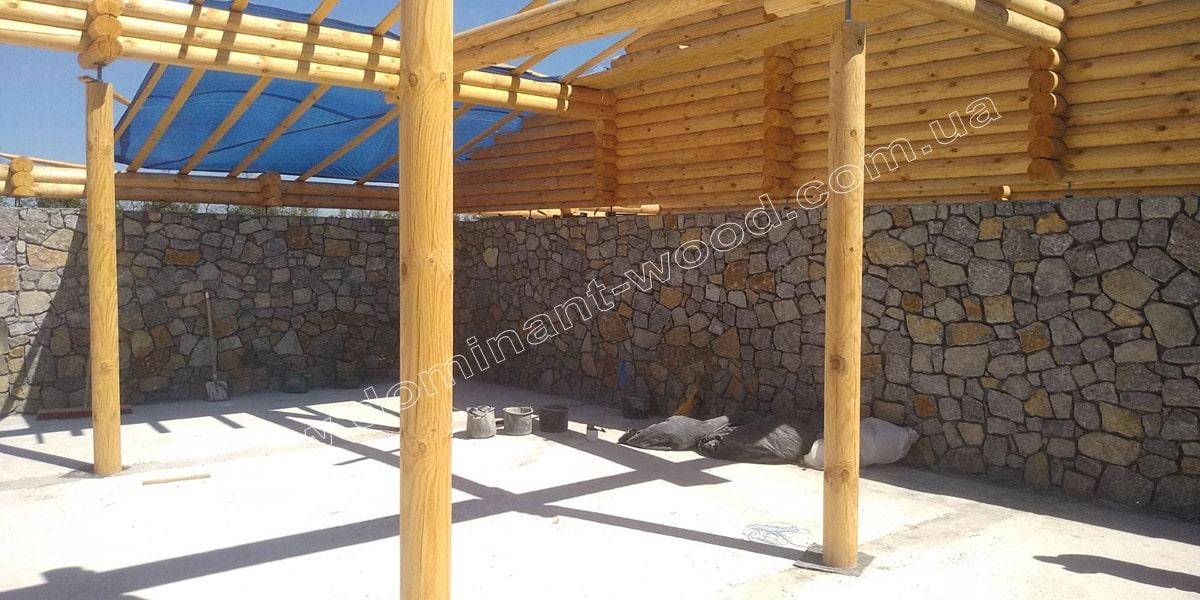 Банкетний зал: комбінуємо дерево з каменем