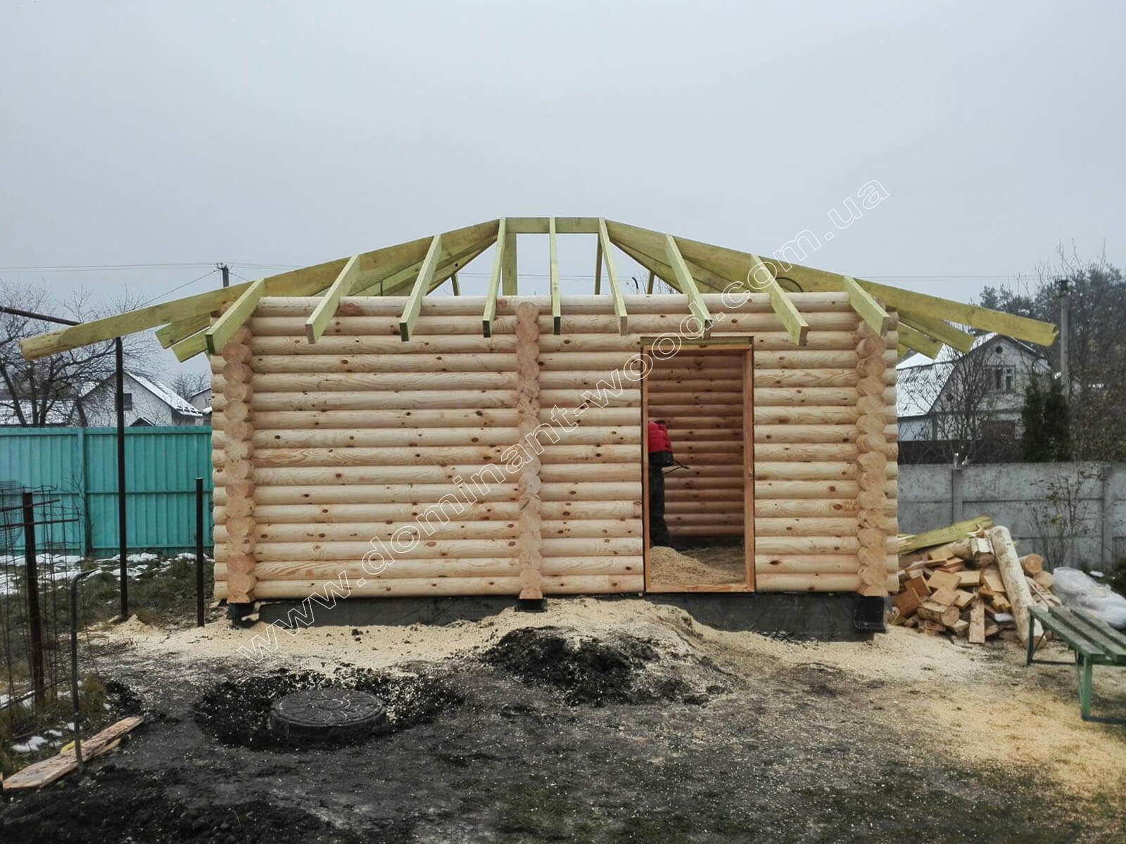 Установка дерев'яного зрубу лазні