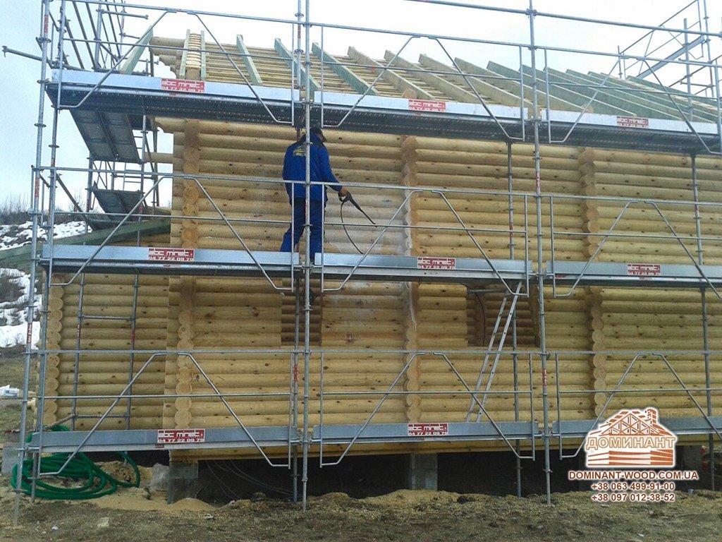 Сирість в дерев'яному будинку