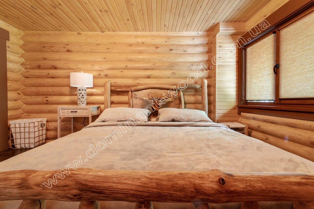 Гарний інтер'єр в дерев'яному зрубі