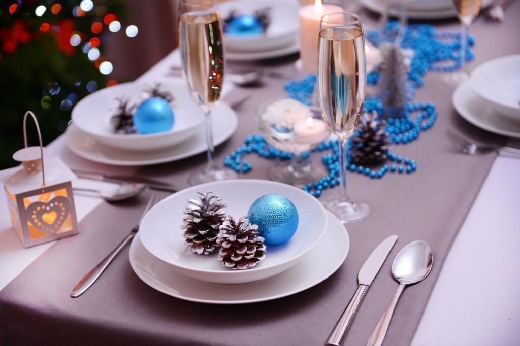 Як декорувати новорічний стіл
