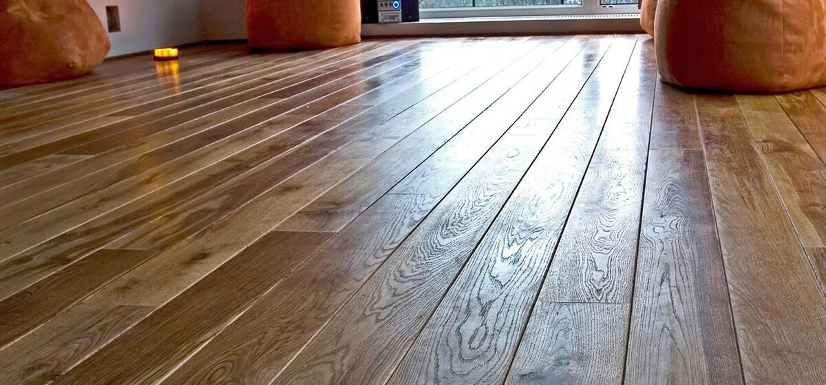 Яким лаком краще покрити дерев'яну підлогу?