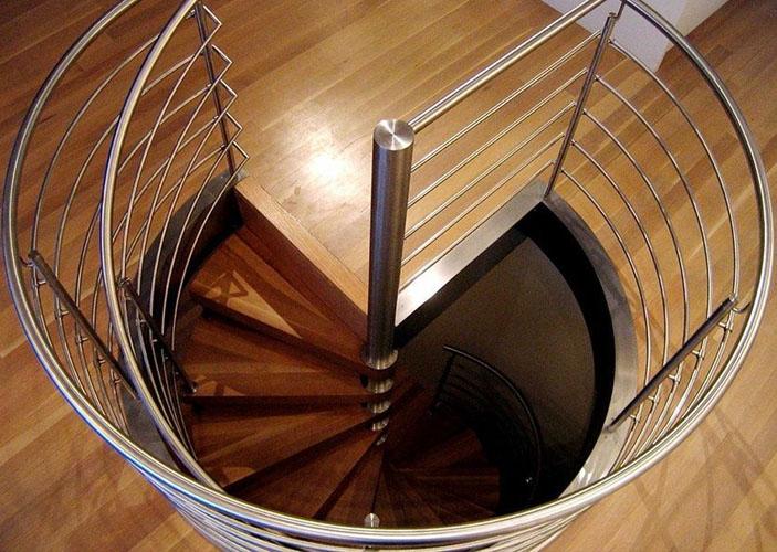 Неудобная и опасная лестница