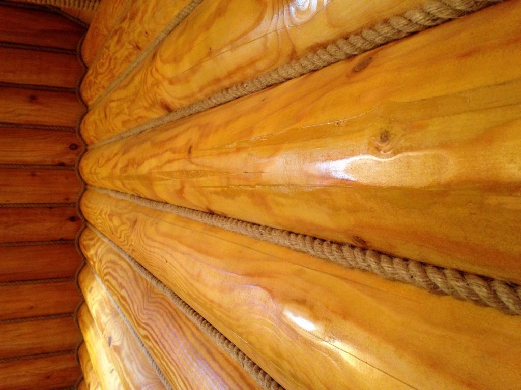 Причини появи тріщин на стінах дерев'яного будинку
