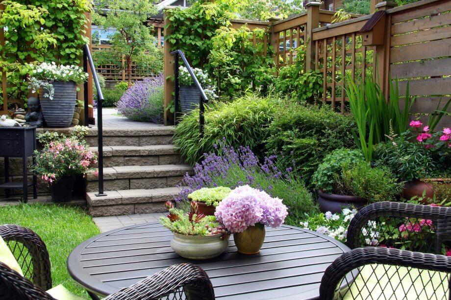 Які краще влаштувати садові зони відпочинку?